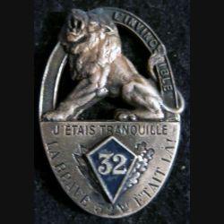 32° RI : 32° régiment d'infanterie de fabrication Drago Béranger déposé devise en relief, écu peint
