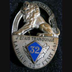 32° RI : 32° régiment d'infanterie de fabrication Drago Béranger bordure en relief écu en émail