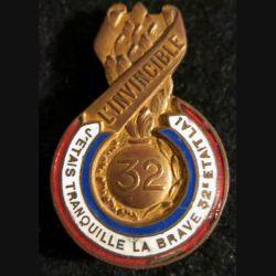 """32° RI : 32° régiment d'infanterie """"L'invincible"""" de fabrication Chobillon en émail"""