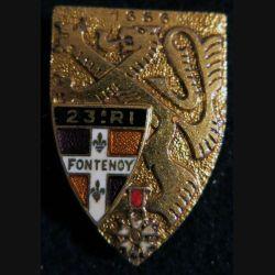 23° RI : Insigne métallique du 23° régiment d'infanterie de fabrication Drago Paris G. 2080 dos guilloché et doré
