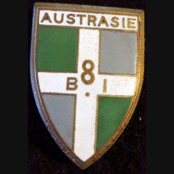 8° BI : insigne métallique du 8° bataillon d'infanterie Austrasie de fabrication Drago Paris G. 1197 en émail