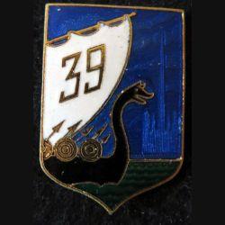 39° RI : insigne métallique du 39° Régiment d'Infanterie de fabrication Drago Paris en émail