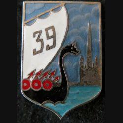 39° RI : insigne métallique du 39° Régiment d'Infanterie de fabrication Drago Paris G. 1947 en émail