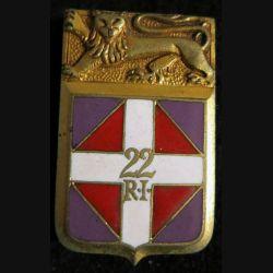 22° RI : insigne métallique du 22° régiment d''infanterie de fabrication Arthus Bertrand Paris G. 1296 en émail