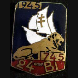 24° RI : 24° régiment d'infanterie 1745 1945 de fabrication Arthus Bertrand Paris en émail