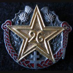 26° RI : insigne métallique du 26° régiment d''infanterie de fabrication Marchandot en émail