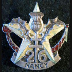 26° RI : Insigne métallique du 26° régiment d'infanterie type 2 fabricant non marqué  émail
