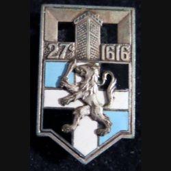 27° RI : insigne métallique du 27° régiment d'infanterie de fabrication Drago O. Métra en émail