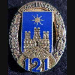 121° RI : Insigne métallique du 121° régiment d'infanterie de fabrication Drago Paris  en émail tout doré