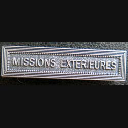 """Barrette """" MISSIONS EXTÉRIEURES """" en métal argenté"""