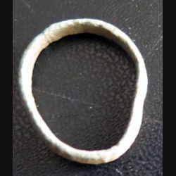Bague en métal type alliance très très vieille et très usagée et déformée (6)