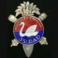 35° RAD : insigne métallique du 35° régiment d'artillerie divisionnaire de fabrication Chobillon fixation à patte en émail