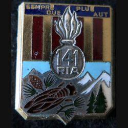 141° RIA : Insigne métallique du 141° régiment  d'infanterie alpine de fabrication Drago Béranger déposé en émail
