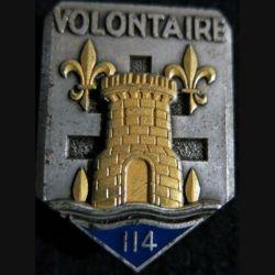 """114° RIA : Insigne métallique du 114° régiment  d'infanterie """"Volontaire"""" de fabrication Fraisse Paris G. 3237"""