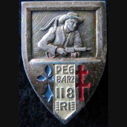 118° RI : insigne métallique du 118° régiment d'infanterie de fabrication Drago Paris  embouti peint