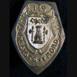 149° RI : insigne métallique du 149° régiment d'infanterie de fabrication non spécifiée en métal doré
