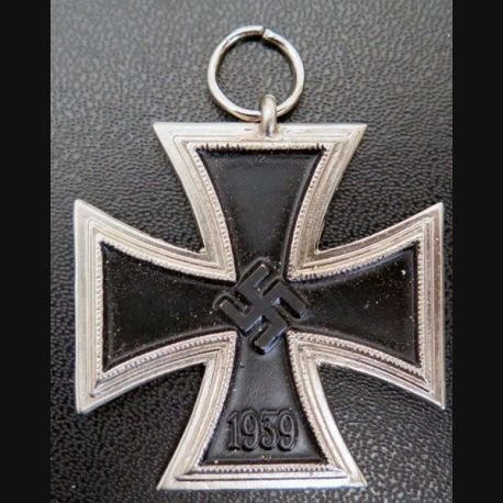 ALLEMAGNE  : belle copie de croix de fer allemande de 1° classe de la 2° Guerre mondiale sans ruban