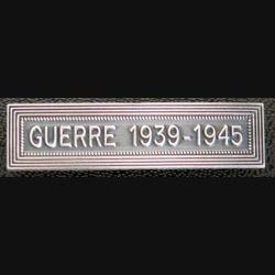 """Barrette """" GUERRE 1939-1945 """" en métal argenté"""