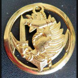 PARA COLO : insigne de béret cerclé des troupes parachutistes aéroportées des troupes coloniales doré embouti