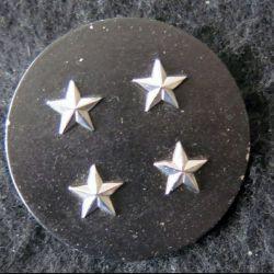 INSIGNE DE BÉRET : Insigne de béret  de général de corps d'armée 4 étoiles argentées L. Bichet