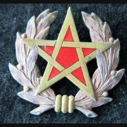 MAROC : Insigne de béret de la gendarmerie royale marocaine de fabrication non lisible (arabe)