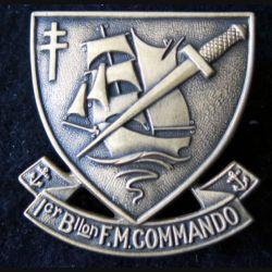 MARINE : Insigne de béret du bataillon de fusiliers marins commando fixation anneaux