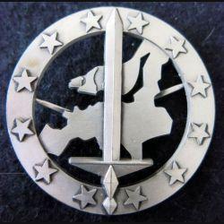 CORPS EUROPÉEN : Insigne de béret du Corps Européen de fabrication AB Paris