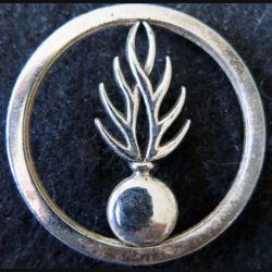 GENDARMERIE : insigne béret de la gendarmerie départementale argenté