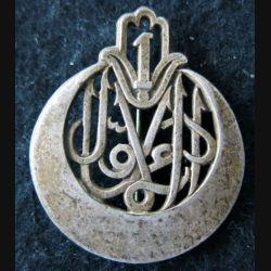 1° RTA : insigne métallique du 1° régiment de tirailleurs algériens de fabrication Drago Paris épingle à pivot