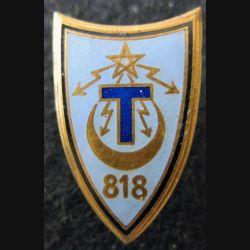 818° CT : insigne métallique de la 818° compagnie de transmissions de fabrication Drago matricé en émail