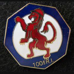100° RI : insigne métallique du 100° régiment d'infanterie de fabrication AB G. 3337 en émail