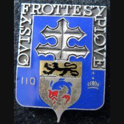 110° RI : insigne métallique du 110° Régiment d'infanterie sans fabricant en émail sans attache