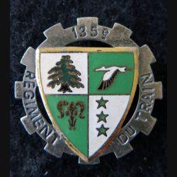 135° RT : insigne métallique du 135° régiment du train sans fabricant (Drago) G. 2449 en émail