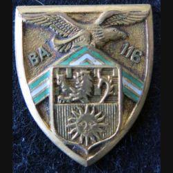 BA 116 : insigne métallique de la base aérienne 116 de Luxeuil de fabrication Arthus Bertrand A. 596 en émail sans attache
