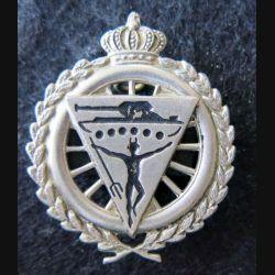 BELGIQUE : insigne métallique du 2° régiment de carabiniers cyclistes en métal argenté embouti