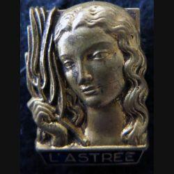 ASTREE : insigne métallique du sous marin Astrée dos embouti et doré fabrication (AB) signé Guiraud émail