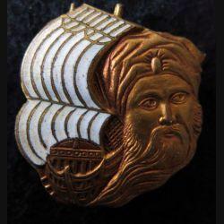 ARABE : insigne métallique de l'Escorteur Arabe dos grenu et doré fabrication Courtois Paris en émail