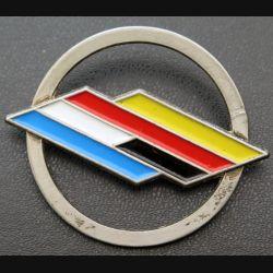 BFA : Insigne métallique de béret de la brigade franco allemande de fabrication Ballard peint