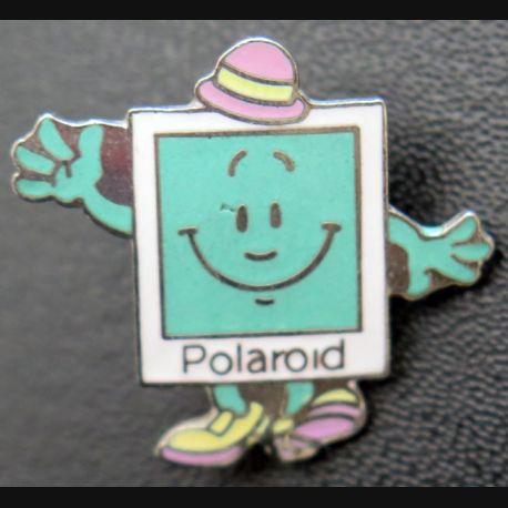PIN'S : Polaroïd  de hauteur 1,5 cm