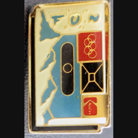 PIN'S : Fun Jeux olympiques de hauteur 2,5 cm