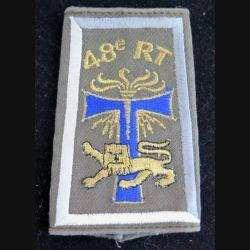 48° RT : fourreau d'épaule du 48° régiment de transmissions (compagnie gris clair et blanc)