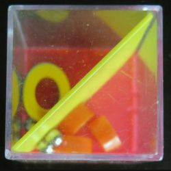 jeu d'adresse 4 dans cube plastique 4 x 4 x 4 cm (C206)